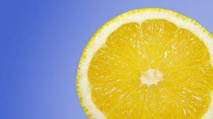 fetta di limone giallo