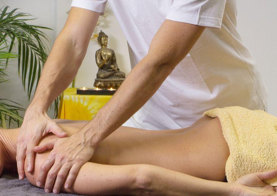 massaggio preparativo per idrocolonterapia